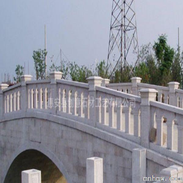 石栏杆:石栏杆有着美观、时尚、环保、抗老化、不变形的性能优点,可广泛用于市政、水利、公园、交通桥梁 、环城护河、别墅装修、等护栏工程。完整的石栏杆由立柱、柱头、栏板、抱鼓、垫块几部分组成,市面上的石栏杆也可以与其他材料搭配: 如立柱和铁索。石栏杆由天然石材雕刻而成,坚固耐用,美观大方。可由都在石材雕刻:花岗岩石栏杆(白麻栏杆、芝麻白栏杆、芝麻黑石栏杆、锈石石栏杆、枫叶红石栏杆、印度红石栏杆等)、青石栏杆、大理石栏杆(汉白玉栏杆、爵士白等等)、砂岩石栏杆等,还可雕刻各种图案造型:宝瓶柱、花瓶、栏杆子、栏杆